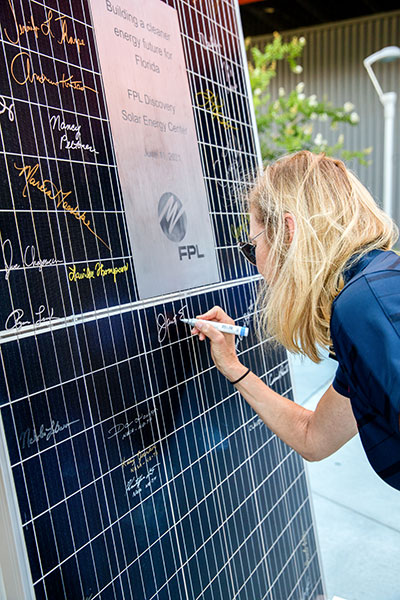 Petro signs a solar panel