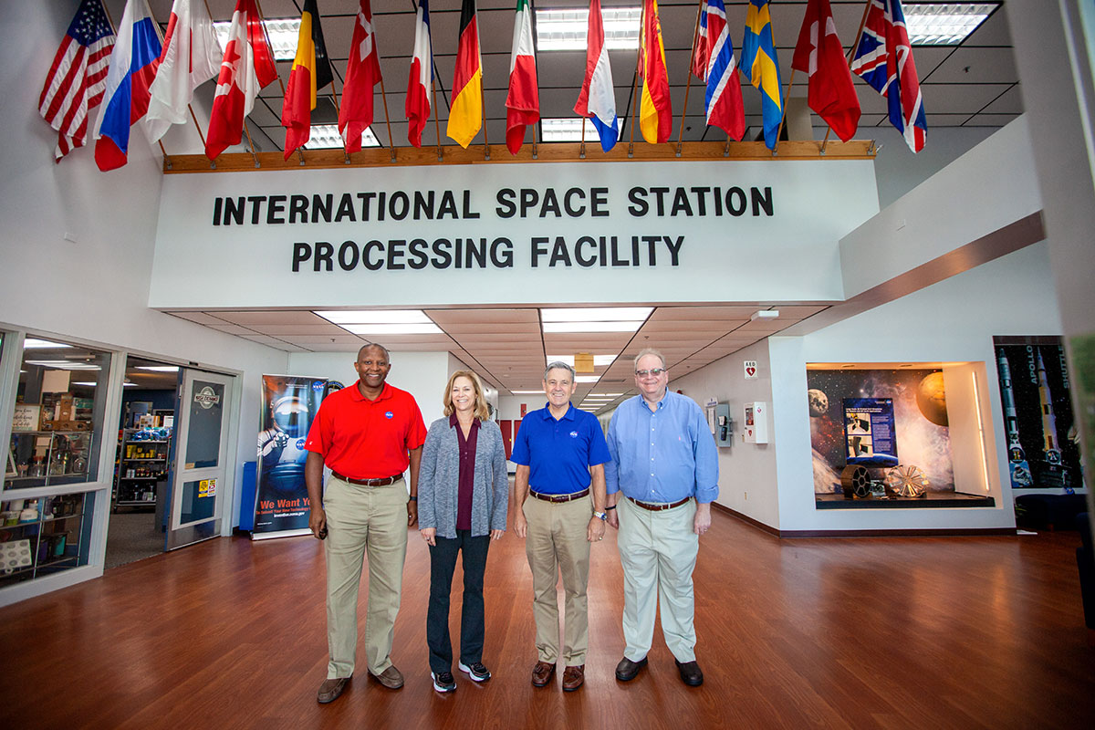 Leaders with the Kennedy Space Center and Sierra Nevada Corp.